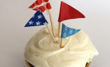 Patriotic Washi Tape Cupcake Toppers; for more washi projects and inspiration visit thewashiblog.com | #washi #washitape #patriotic #4thofjuly