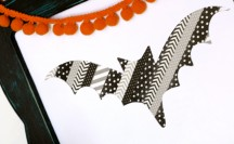 Halloween Washi Tape Bat | For more washi projects and inspiration visit thewashiblog.com | #washi #washitape #halloween