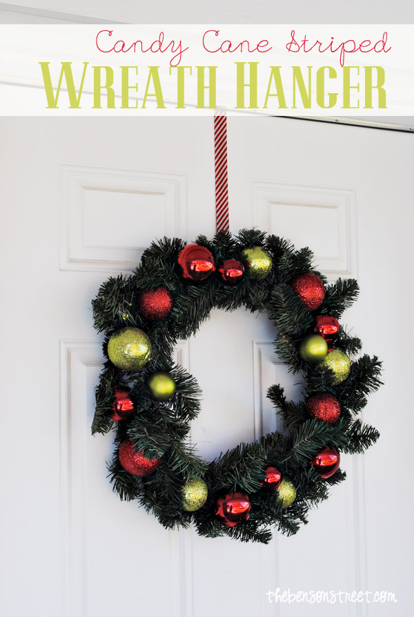 Washi Tape Wreath Hanger | For more washi projects and inspiration visit thewashiblog.com | #washi #washitape #Christmas